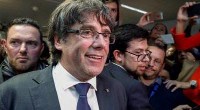 """Catalogna, Puigdemont all'attacco: """"Stop alla presa autoritaria. Indipendenza unica alternativa"""""""