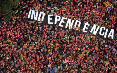 """Un milione di catalani in piazza: """"Ora facciamo la repubblica"""""""