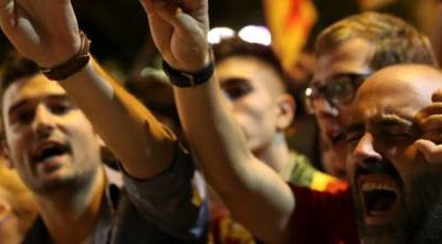 Referendum Catalogna, ora Madrid minaccia l'arresto di Puigdemont