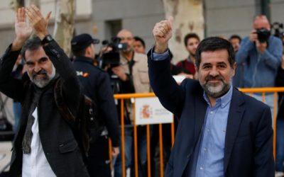 """Leader dei movimenti catalani in carcere senza processo. Amnesty accusa: """"Liberateli subito"""