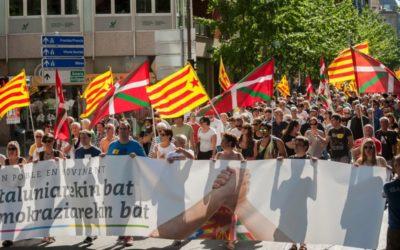 La sinistra indipendentista basca manifesta a sostegno del referendum catalano