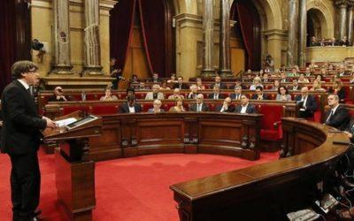 """Catalogna: la """"mezza secessione"""" di Puigdemont"""