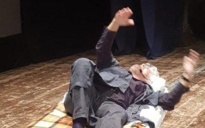 «Devo riposare» Lo show di Grillo dopo il «divorzio»