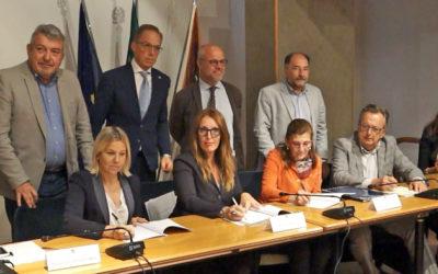 Veneto, firmata l'intesa: la storia dell'emigrazione veneta verrà studiata a scuola