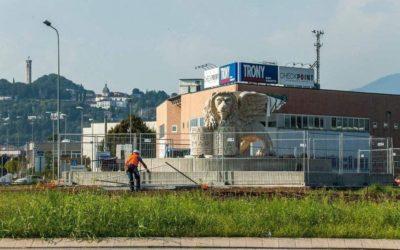EDITORIALI Vicenza, inaugurato il maxi leone di Trissino