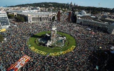 L'impressionanate marea umana per le strade di Barcellona per chiedere l'indipendenza della Catalogna