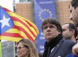 Catalogna. Puigdemont si consegna alle autorità belghe. Marea umana di manifestanti a Barcellona