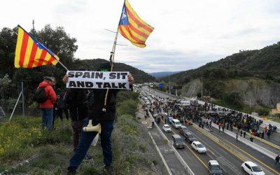"""Spagna, approvato il decreto che permette al governo di interrompere internet: """"Con la scusa della Catalogna si restringono le libertà"""""""